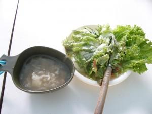 箱島シェフ特製のスープとサラダ