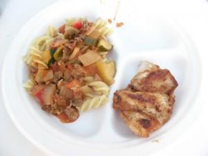 パスタと鶏肉料理