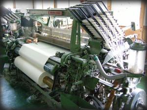 1ヶ所は、旧来の織機でシッカリとした味のある織をやっていました。
